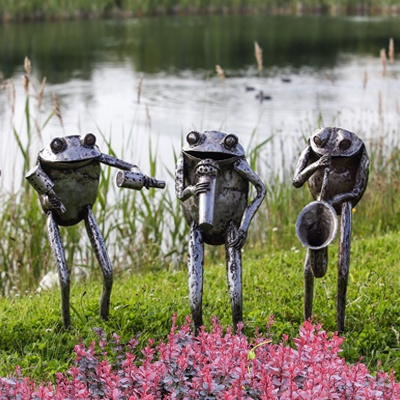 LargeGardenOrnaments Frogs